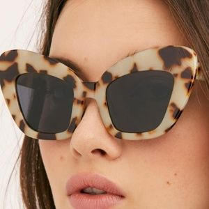 Free People Accessories - Free People Extreme Cat eye sunglasses